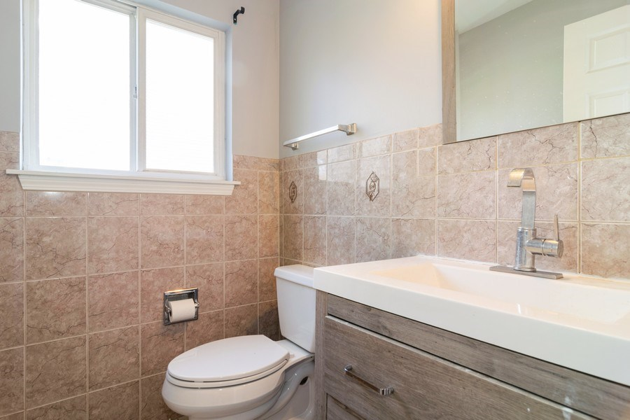 Real Estate Photography - 219 Faircroft Road, Bartlett, IL, 60103 - Half Bath