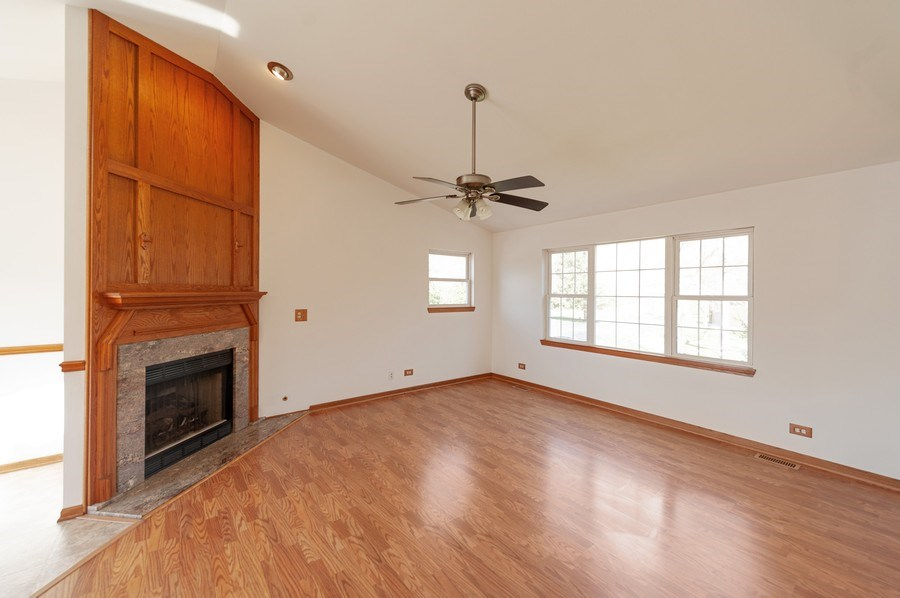 Real Estate Photography - 1107 Park Lane, Spring Grove, IL, 60081 - Family Room