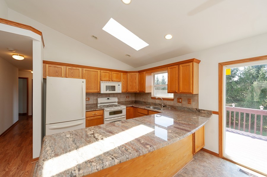 Real Estate Photography - 1107 Park Lane, Spring Grove, IL, 60081 - Kitchen