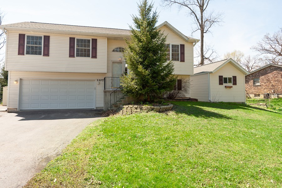 Real Estate Photography - 1107 Park Lane, Spring Grove, IL, 60081 - Front View