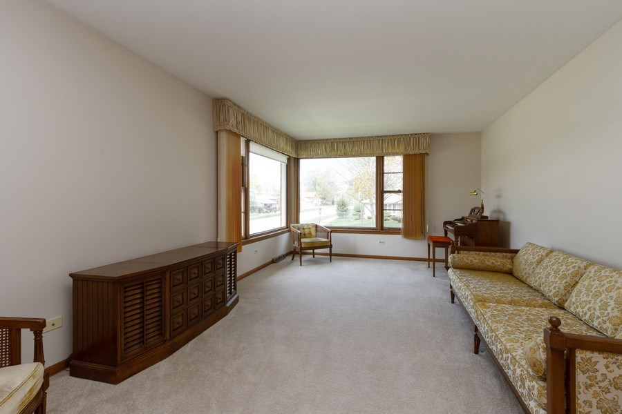 Real Estate Photography - 6241 W. 92nd Place, Oak Lawn, IL, 60453 - Living Room