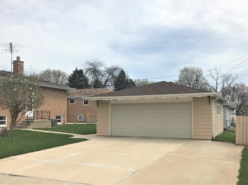 Real Estate Photography - 6241 W. 92nd Place, Oak Lawn, IL, 60453 -