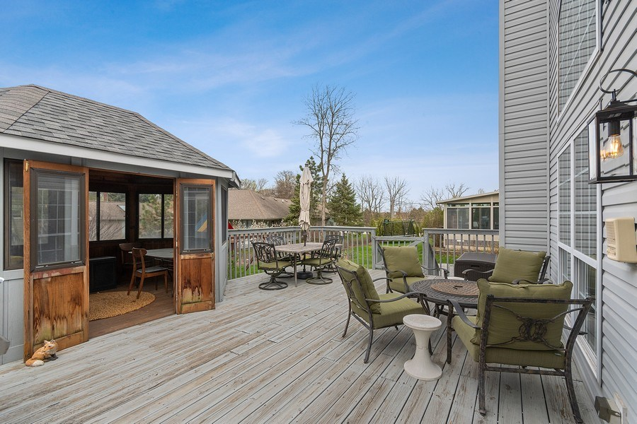 Real Estate Photography - 1619 William Penn Drive, Naperville, IL, 60563 - Back Yard