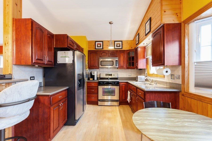 Real Estate Photography - 4527 W. Howdy Lane, Alsip, IL, 60803 - Kitchen