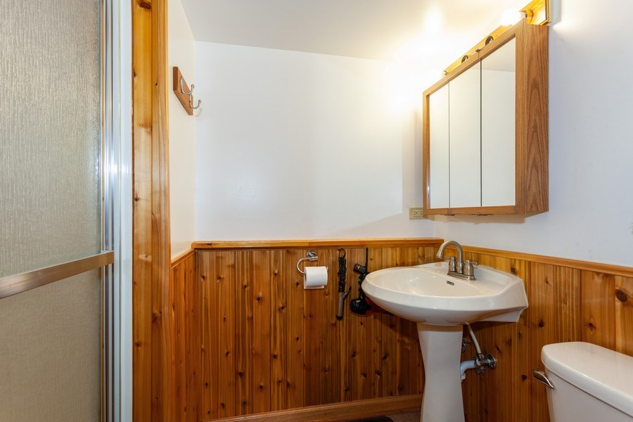 Real Estate Photography - 4527 W. Howdy Lane, Alsip, IL, 60803 - Bathroom