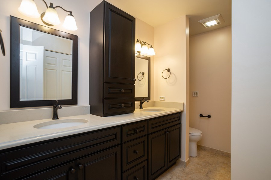 Real Estate Photography - 1713 W. Portsmith Lane, Arlington Heights, IL, 60004 - Full Bath