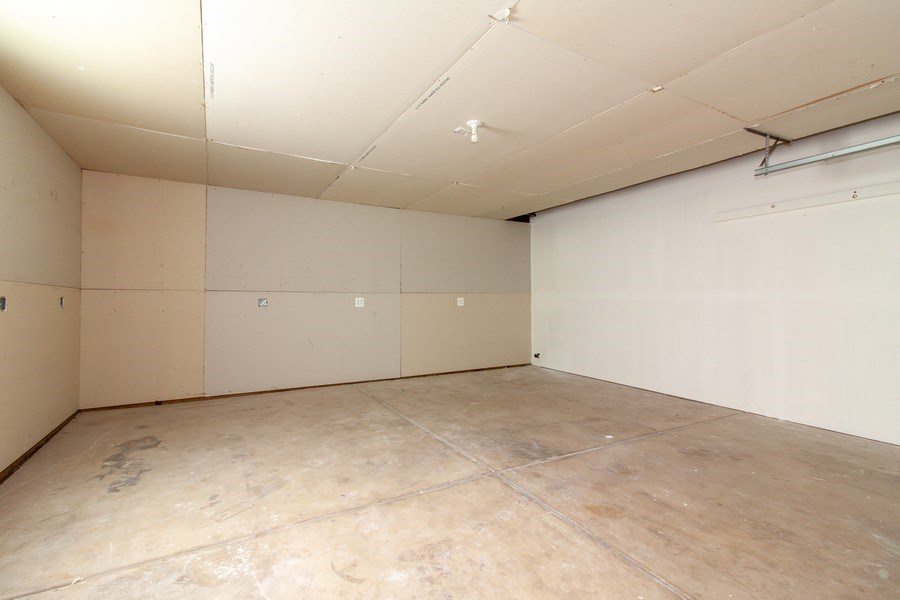 Real Estate Photography - 2860 Conifer Court, Aurora, IL, 60502 - Garage