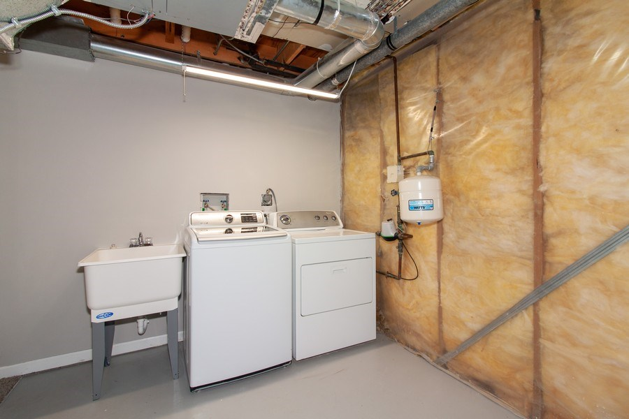 Real Estate Photography - 2860 Conifer Court, Aurora, IL, 60502 - Laundry Room