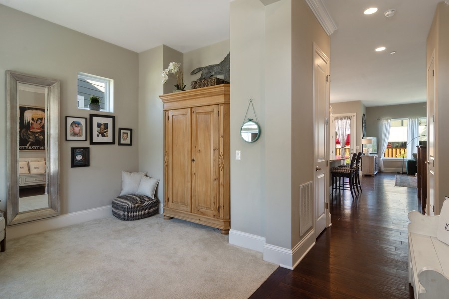 Real Estate Photography - 1432 Somerset Place, Barrington, IL, 60010 - Entryway