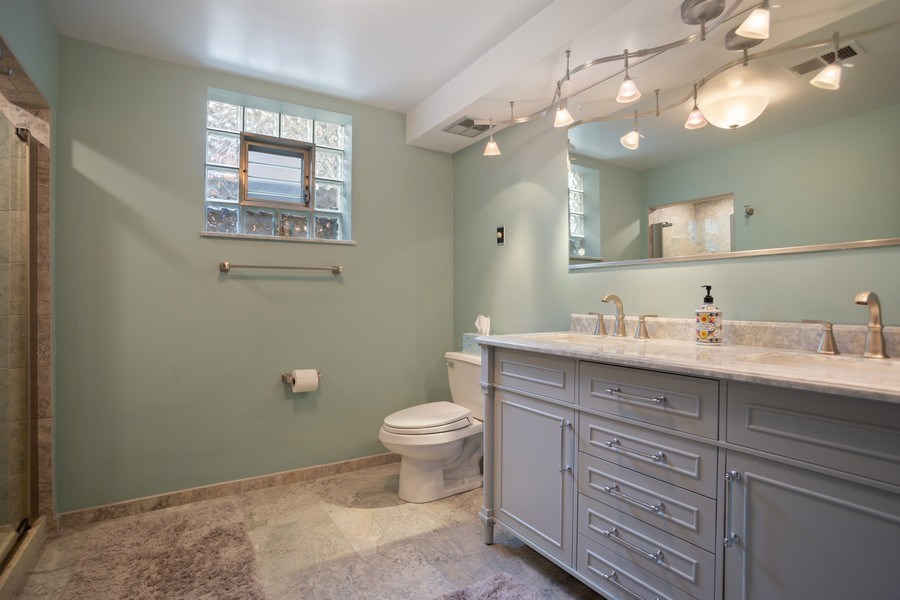 Real Estate Photography - 112 Wisner Street, Park Ridge, IL, 60068 - Lower Level Full Bath