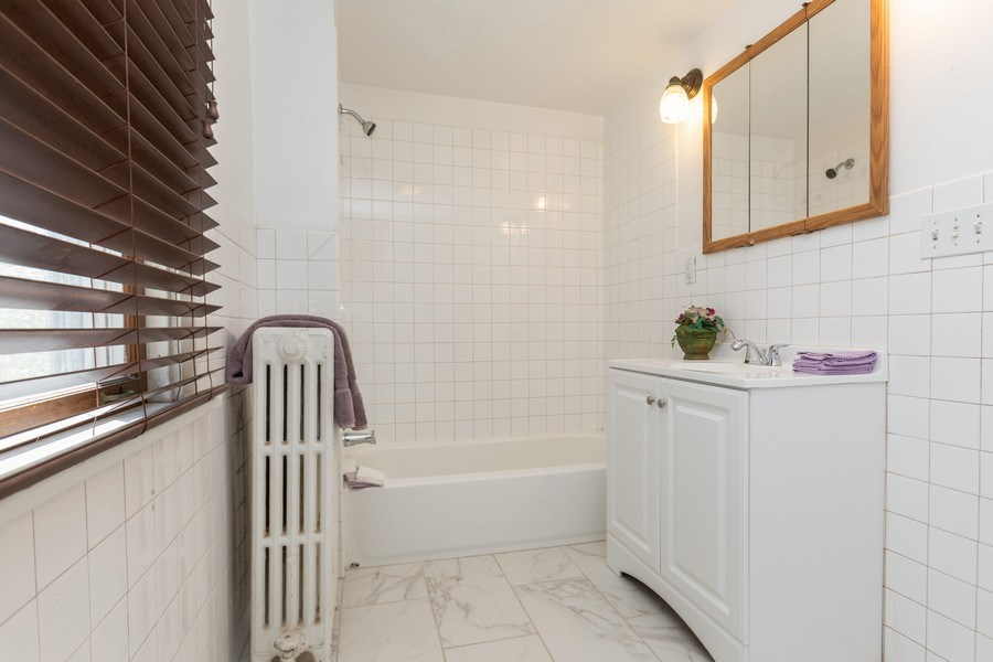 Real Estate Photography - 3551 213th Place, Matteson, IL, 60443 - Bathroom