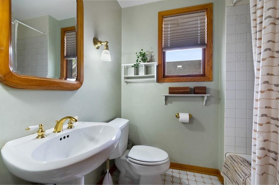 Real Estate Photography - 839 S. Taylor Avenue, Oak Park, IL, 60304 - Master Bathroom