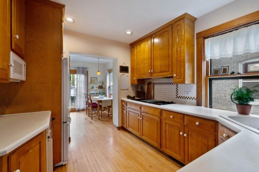Real Estate Photography - 839 S. Taylor Avenue, Oak Park, IL, 60304 - Kitchen