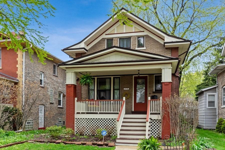 Real Estate Photography - 839 S. Taylor Avenue, Oak Park, IL, 60304 - Front View