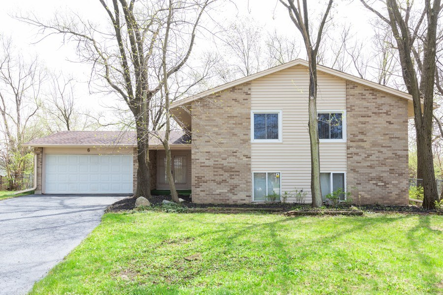 Real Estate Photography - 6 Charlotte Court, Bolingbrook, IL, 60440 - Front View