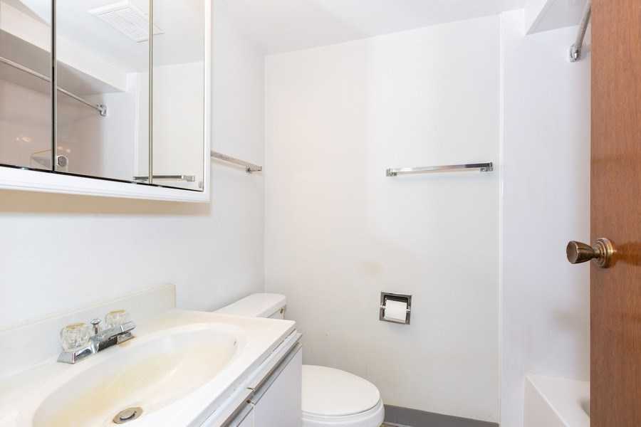 Real Estate Photography - 6 Charlotte Court, Bolingbrook, IL, 60440 - 2nd Bathroom