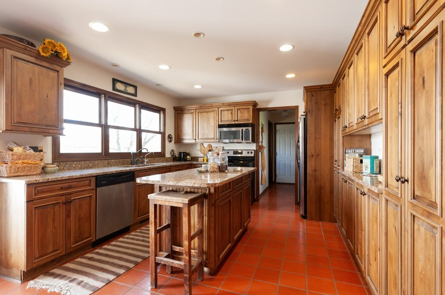 Real Estate Photography - 223 Deepwood Court, Barrington Hills, IL, 60010 - Kitchen