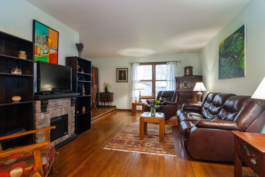 Real Estate Photography - 806 Hamlet Street, Batavia, IL, 60510 - Living Room