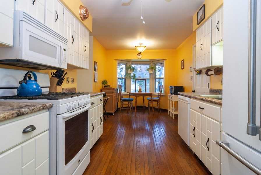 Real Estate Photography - 806 Hamlet Street, Batavia, IL, 60510 - Kitchen / Breakfast Room