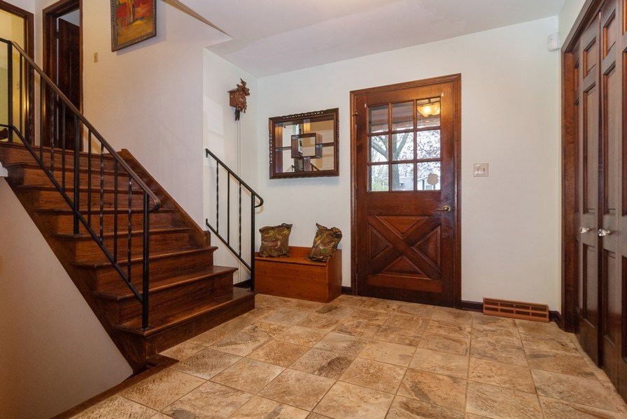 Real Estate Photography - 806 Hamlet Street, Batavia, IL, 60510 - Foyer