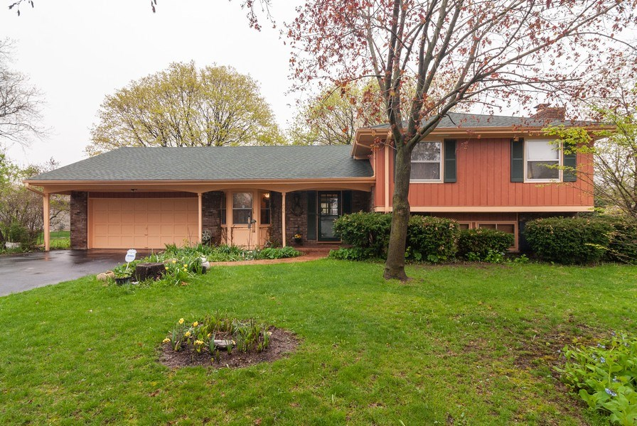 Real Estate Photography - 806 Hamlet Street, Batavia, IL, 60510 - Front View