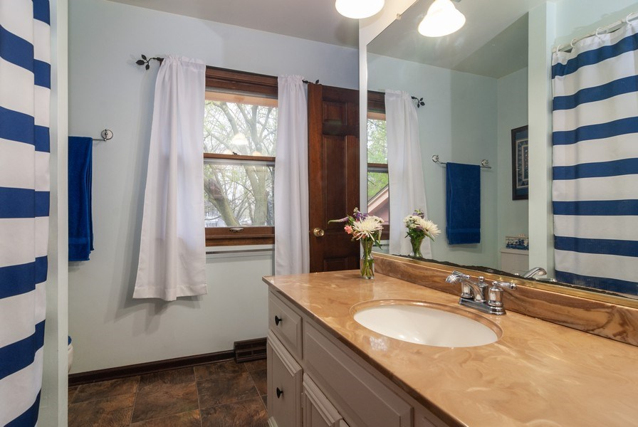 Real Estate Photography - 806 Hamlet Street, Batavia, IL, 60510 - 2nd Bathroom