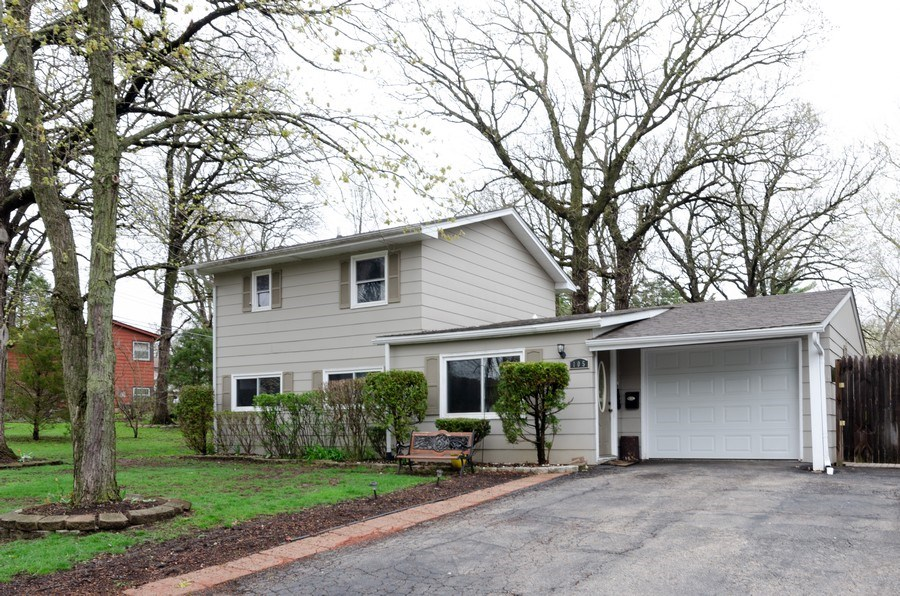 Real Estate Photography - 105 WOODCREST Circle, Streamwood, IL, 60107 - Front View