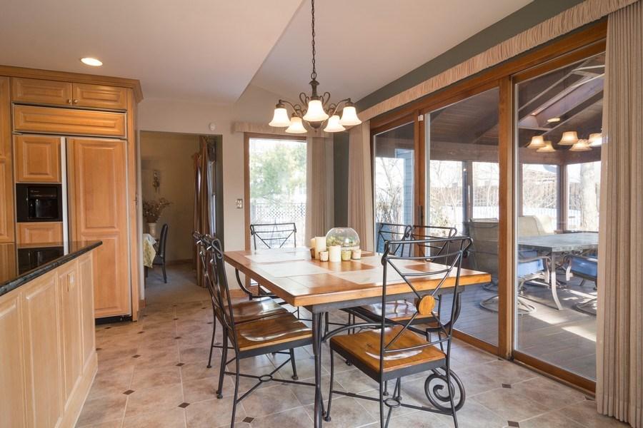 Real Estate Photography - 465 Thistle Lane, Lake Zurich, IL, 60047 - Kitchen / Breakfast Room