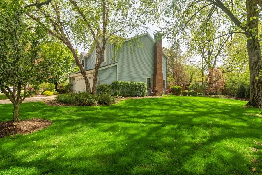 Real Estate Photography - 465 Thistle Lane, Lake Zurich, IL, 60047 - Side Yard