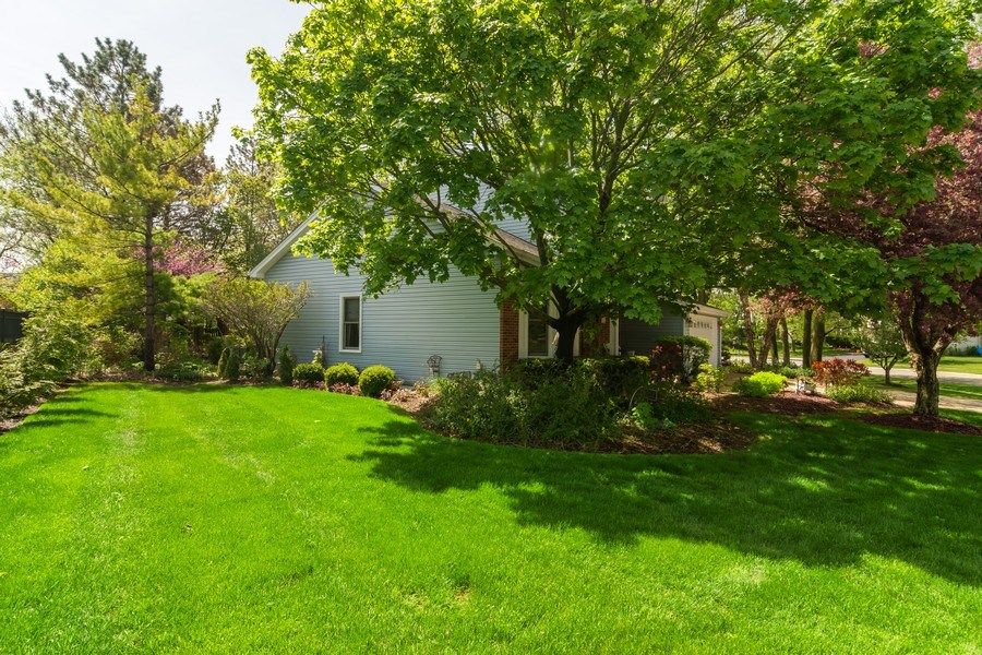 Real Estate Photography - 465 Thistle Lane, Lake Zurich, IL, 60047 - Side View