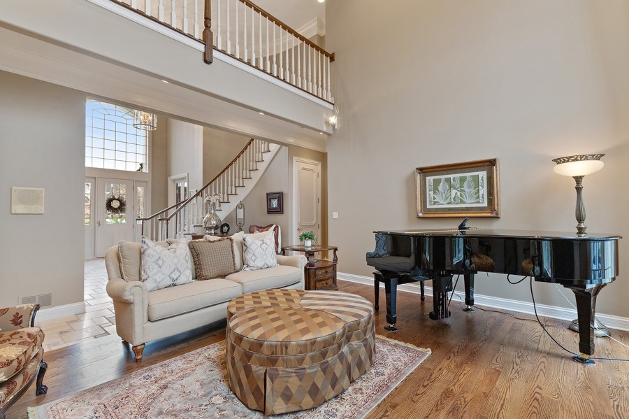 Real Estate Photography - 29040 N. Spoon Court, Mundelein, IL, 60060 - Living Room