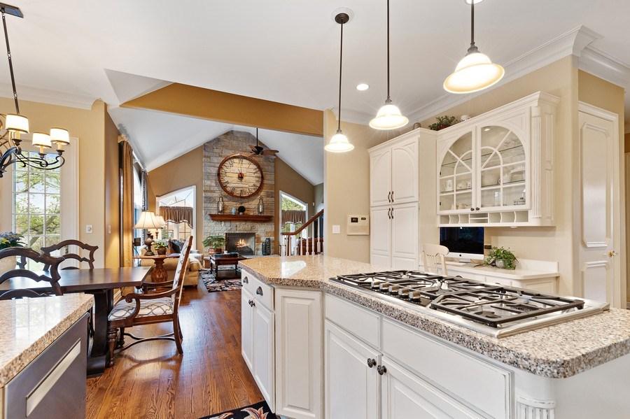 Real Estate Photography - 29040 N. Spoon Court, Mundelein, IL, 60060 - Kitchen
