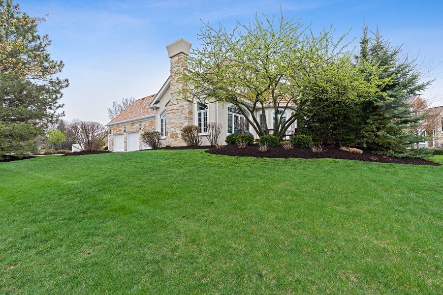 Real Estate Photography - 29040 N. Spoon Court, Mundelein, IL, 60060 - Side View