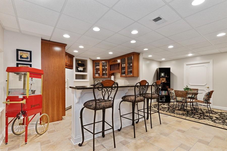 Real Estate Photography - 29040 N. Spoon Court, Mundelein, IL, 60060 - Bar