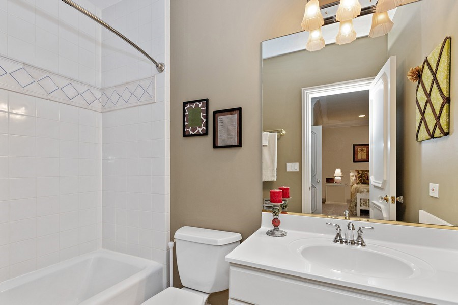 Real Estate Photography - 29040 N. Spoon Court, Mundelein, IL, 60060 - Private bath bedroom #4