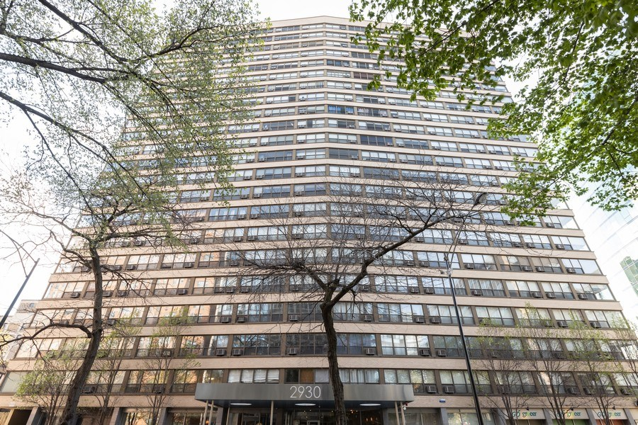 Real Estate Photography - 2930 N. Sheridan Road, Unit 1109, Chicago, IL, 60657 - Front View