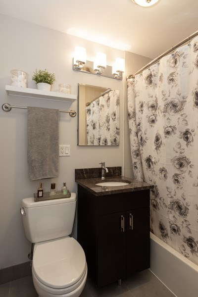 Real Estate Photography - 2930 N. Sheridan Road, Unit 1109, Chicago, IL, 60657 - Bathroom