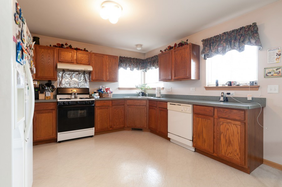 Real Estate Photography - 1200 Jerome Court, Antioch, IL, 60002 - Kitchen