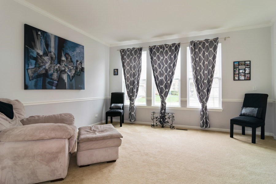Real Estate Photography - 850 Forest Glen Court, Bartlett, IL, 60103 - Living Room