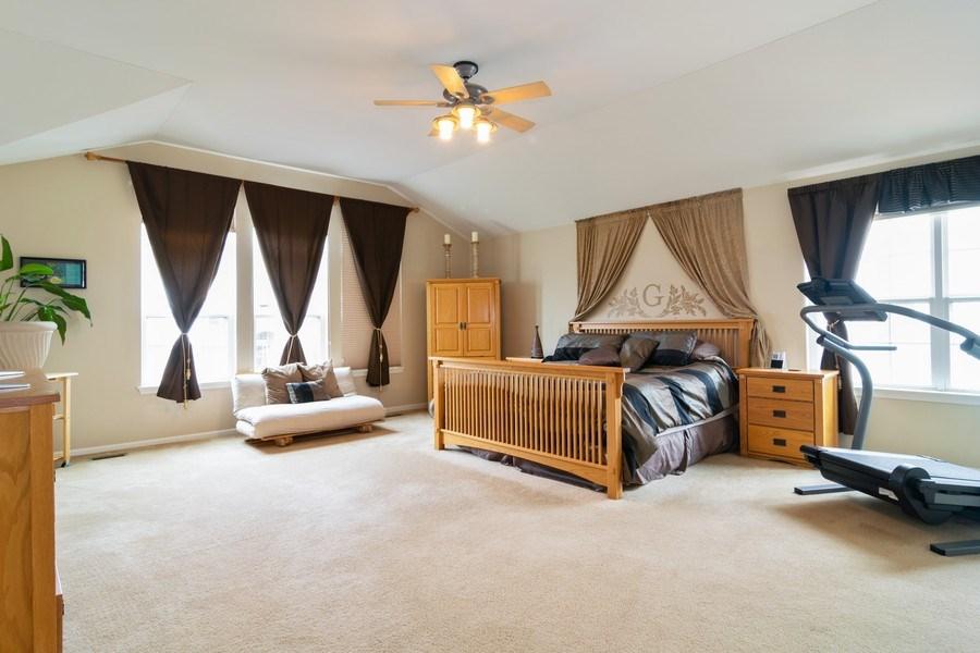 Real Estate Photography - 850 Forest Glen Court, Bartlett, IL, 60103 - Master Bedroom