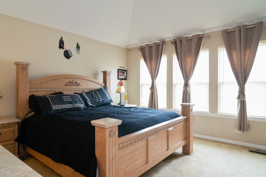 Real Estate Photography - 850 Forest Glen Court, Bartlett, IL, 60103 - Guest Bedroom
