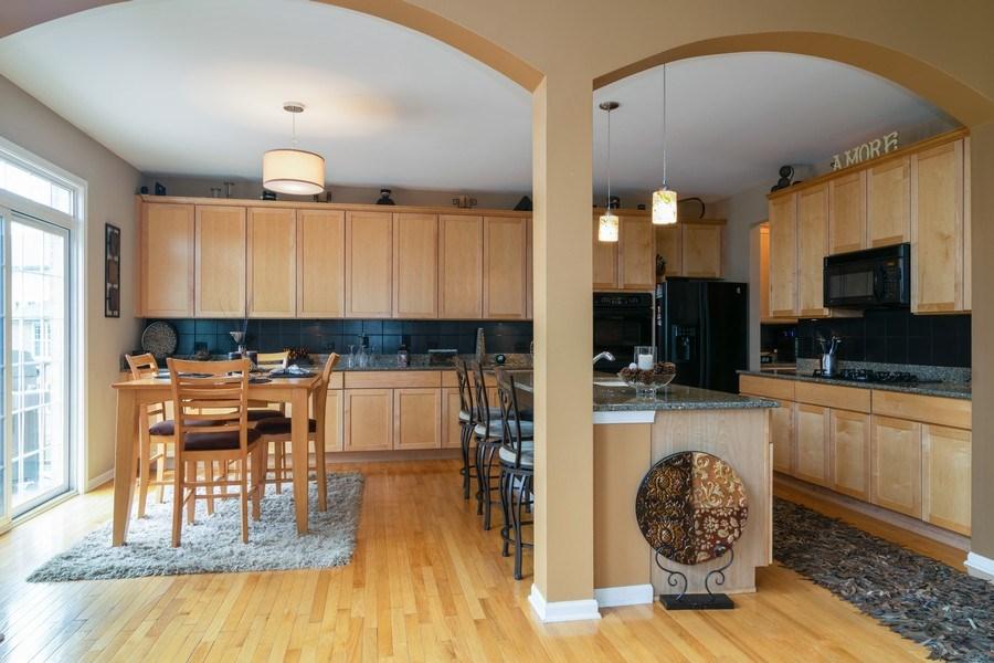 Real Estate Photography - 850 Forest Glen Court, Bartlett, IL, 60103 - Kitchen