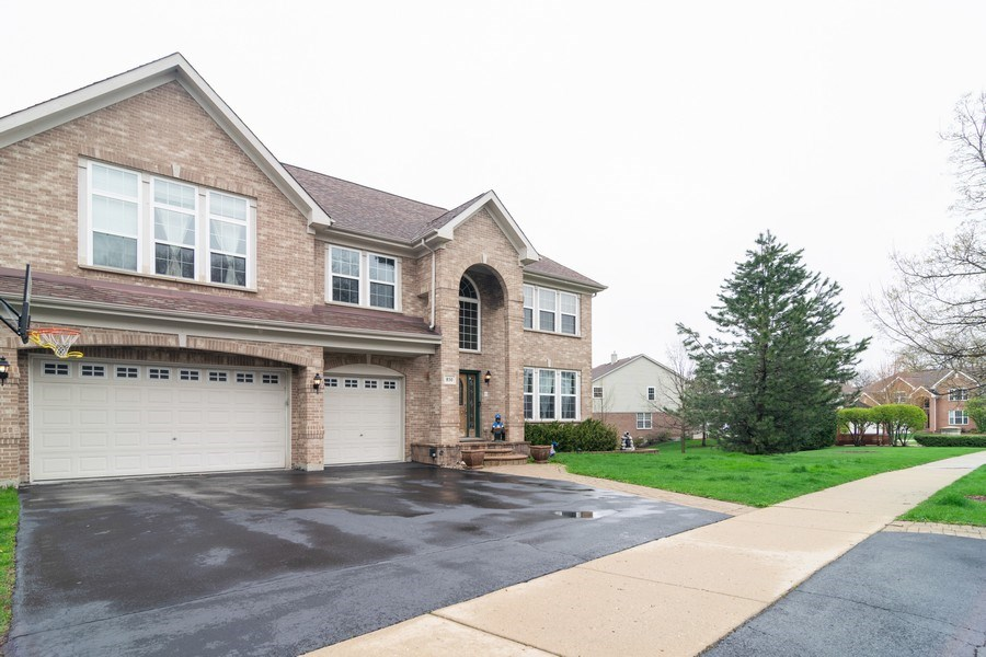 Real Estate Photography - 850 Forest Glen Court, Bartlett, IL, 60103 - Side View