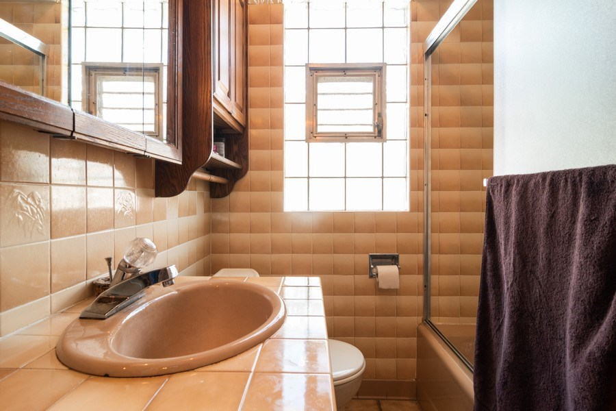 Real Estate Photography - 1312 Circle Avenue, Forest Park, IL, 60130 - Bathroom