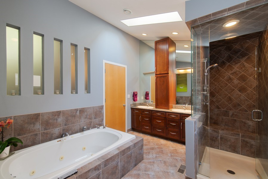 Real Estate Photography - 1037 North Wolcott Ave, Chicago, IL, 60622 - Master Bathroom