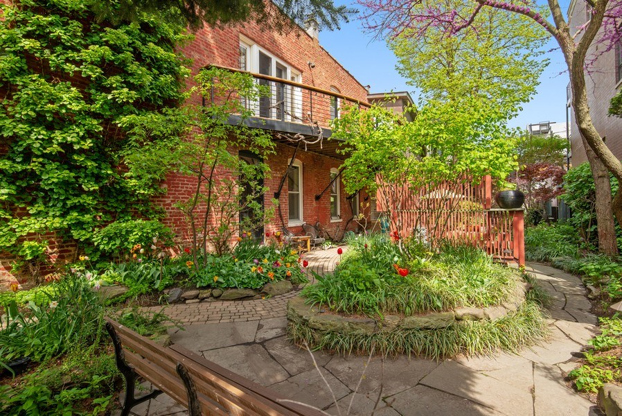 Real Estate Photography - 1037 North Wolcott Ave, Chicago, IL, 60622 - Side Yard