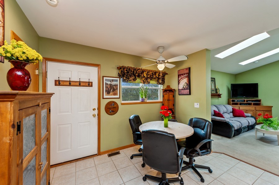 Real Estate Photography - 6809 Normandy Drive, Spring Grove, IL, 60081 - Eating Area