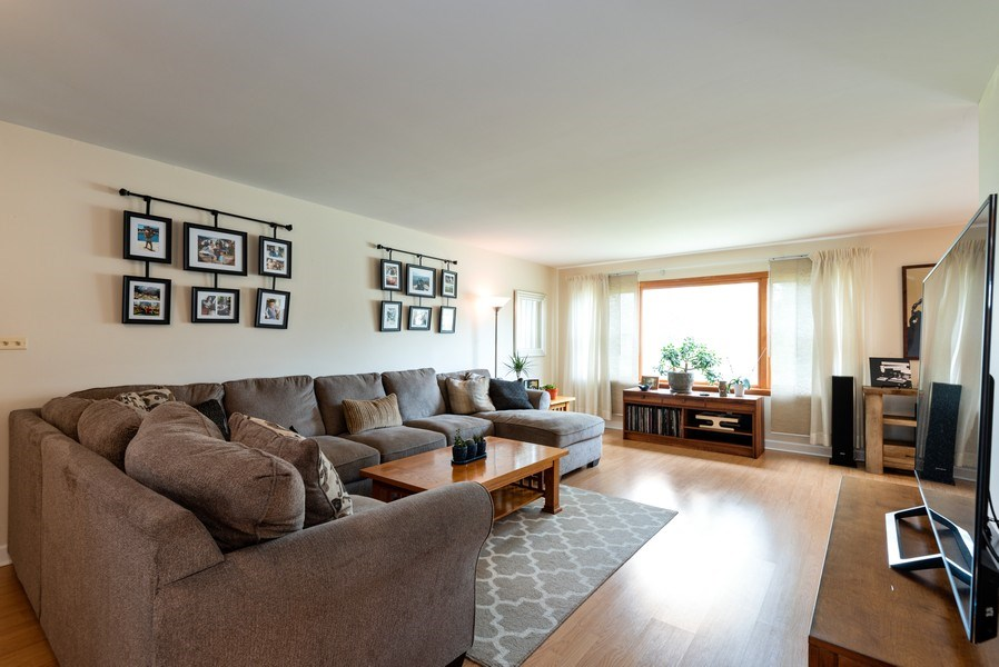 Real Estate Photography - 1754 Richfield Avenue, Highland Park, IL, 60035 - Living Room