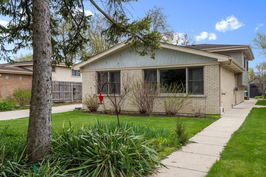 Real Estate Photography - 1754 Richfield Avenue, Highland Park, IL, 60035 - Front View