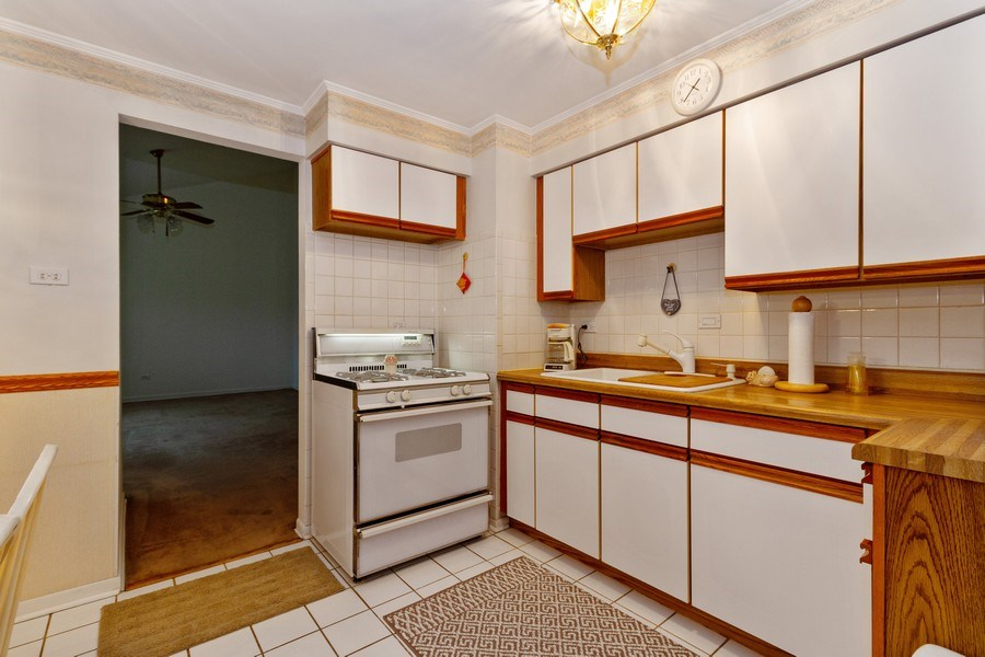 Real Estate Photography - 3709 W. 120th Place, Alsip, IL, 60803 - Kitchen